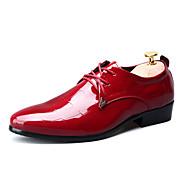 Masculino sapatos Couro Envernizado Primavera Outono Conforto Oxfords Cadarço Para Casual Festas & Noite Preto Vermelho