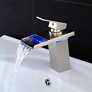 Moderne Centersat LED / Vandfald with  Keramik Ventil Enkelt håndtag Et Hul for  Nikkel Børstet , Håndvasken vandhane