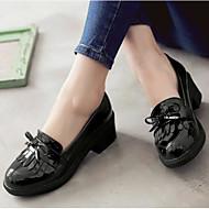 Feminino Sapatos Couro Envernizado Primavera Conforto Mocassins e Slip-Ons Com Para Casual Preto Bege Vermelho