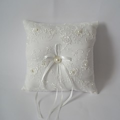 travesseiro anel quadrado marfim com fita