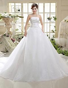 A vonal vállszálas padló hosszúságú székesegyház vonat tüll menyasszonyi ruhában flitteres orrval a mhsg