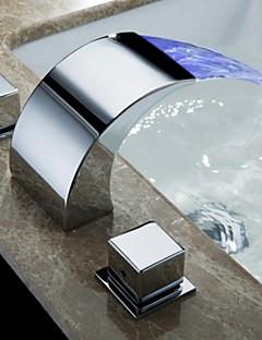 Současné Nástěnná montáž LED / Vodopád with  Mosazný ventil Dvěma uchy tři otvory for  Pochromovaný , Koupelna Umyvadlová baterie