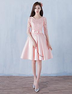 A-line סקופ הצוואר אורך הברך סאטן שמלת שושבינה עם תחרה ידי luoge