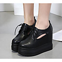 cheap Women's Heels-Women's Shoes Synthetic Microfiber PU Spring Fall Comfort Oxfords Creepers for Casual White Black