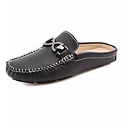 Hombre Zapatos Cuero Primavera / Otoño Confort Zuecos y pantuflas Blanco / Negro / Borla
