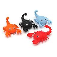 Mini søt skorpion form krok pothook cap hanger 2 sugekopper tilfeldig farge