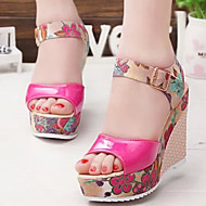 cheap -Women's Shoes Leatherette Spring / Summer Comfort Sandals Wedge Heel Peep Toe Buckle Beige / Fuchsia / Blue
