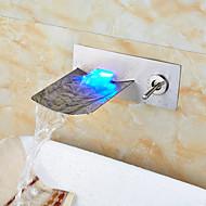 Moderna Montagem de Parede Cascata LED Válvula Cerâmica Duas Aberturas Monocomando Dois Buracos Níquel Escovado , Torneira pia do banheiro