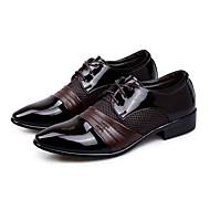 baratos Sapatos Masculinos-Homens Sapatos formais Couro Ecológico Primavera / Outono Oxfords Prova-de-Água Preto / Castanho Claro / Casamento / Festas & Noite / Sapatas de novidade