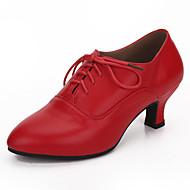Недорогие -Для женщин Латина Натуральная кожа Сандалии Концертная обувь Пайетки Лак На шпильке Черный Красный 5,5 см