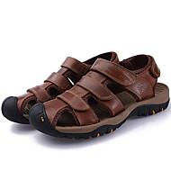 tanie Obuwie męskie-Męskie Komfortowe buty Skóra nappa Lato Vintage / Casual Sandały Oddychający Kawowy