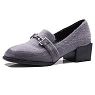 baratos Sapatos Femininos-Mulheres Microfibra Primavera Doce / Minimalismo Rasos Salto de bloco Ponta quadrada Tachas Preto / Cinzento Claro / Vermelho