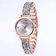 Dámské Luxusní hodinky Křemenný Luxus Módní Černá Stříbro Zlatá Slitina čínština Křemenný Černá Stříbrná Růžové zlato Voděodolné Nový design Hodinky na běžné nošení 30 m 1 ks Analogové