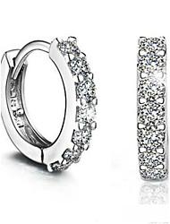 storia d'amore ad una corona borchie orecchino di diamanti
