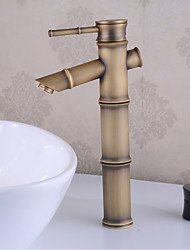 Традиционный По центру Водопад Керамический клапан Одно отверстие Одной ручкой одно отверстие Старая латунь , Ванная раковина кран