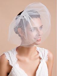 Недорогие -Три слоя Обрезанная кромка Свадебные вуали Короткая фата Фата для коротких волос С Оборки Тюль