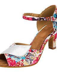Недорогие -Жен. Обувь для латины / Обувь для сальсы Лак / Сатин Сандалии / На каблуках В помещении / Выступление Лак / Пряжки / Цветы Каблуки на