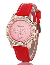 baratos -Mulheres Relógio de Pulso Venda imperdível Rosa Folheado a Ouro / Couro Banda Casual / Fashion / Relógio simulado de diamantes Preta / Branco / Vermelho