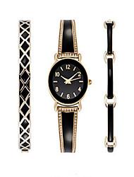 Ceas Elegant Ceas La Modă Ceas de Mână Ceas Brățară Quartz / Oțel inoxidabil Bandă Punct Boem Charm Brățară rigidă Cool Casual Luxos Auriu