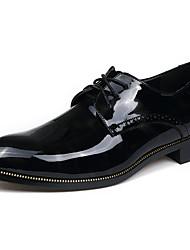 baratos -Homens sapatos Couro Envernizado Primavera Outono Sapatos formais Oxfords para Casual Escritório e Carreira Festas & Noite Preto Vermelho