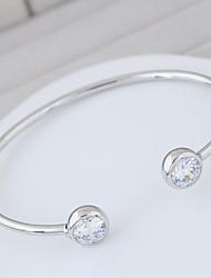 Femme Manchettes Bracelets Zircon cubique Mode Alliage Forme Ronde Or Argent Bijoux Pour Soirée Anniversaire 1pc