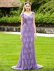 baratos -Tubinho Decote V Cauda Escova All Over Lace Vestido de Madrinha com Pregas de LAN TING BRIDE®