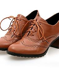 preiswerte -Damen Schuhe Beflockung Lackleder Frühling Herbst Komfort Pumps Outdoor Blockabsatz Quadratischer Zeh Für Normal Schwarz Beige Braun