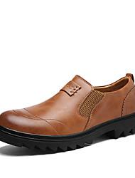 preiswerte -Herrn Schuhe Kunstleder Leder Frühling Herbst Komfort Loafers & Slip-Ons Walking für Normal Schwarz Hellbraun Dunkelbraun