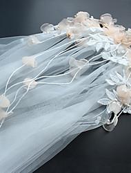 abordables -Une couche Style Mignon Voiles de Mariée Casque Avec Broderie Organza