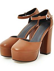 baratos -Mulheres Sapatos Couro Ecológico Primavera / Verão Conforto / Inovador Saltos Salto Alto Ponta Redonda Preto / Bege / Marron / Casamento