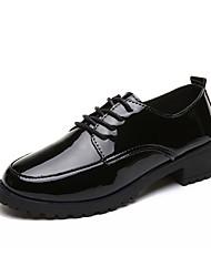 Недорогие -Жен. Обувь Полиуретан Весна / Лето Удобная обувь Сандалии На толстом каблуке Заостренный носок Белый / Черный