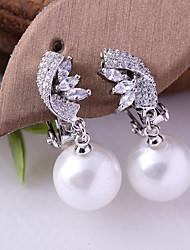 abordables -Femme Zircon Clips - Imitation de perle, Plaqué argent Balle Mode Blanc Pour Mariage Anniversaire