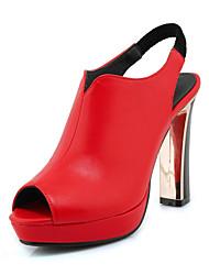 baratos -Mulheres Sapatos Microfibra Primavera / Verão Plataforma Básica Sandálias Salto Agulha Branco / Preto / Vermelho / Casamento / Peep Toe