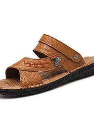 baratos -Homens sapatos Pele Verão Conforto Sandálias Presilha para Casual Preto Castanho Claro Castanho Escuro