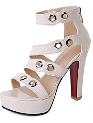 preiswerte -Damen Schuhe PU Frühling / Sommer Komfort / Neuheit Sandalen Blockabsatz Offene Spitze Niete Schwarz / Gelb / Hautfarben