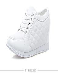 baratos -Mulheres Sapatos Courino / Couro Ecológico Outono Conforto Botas Salto Plataforma Ponta Redonda Botas Cano Médio Ziper Branco / Preto