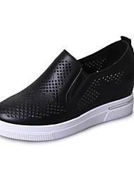 baratos -Mulheres Sapatos Borracha Inverno Conforto Mocassins e Slip-Ons Ponta Redonda para Ao ar livre Branco / Preto