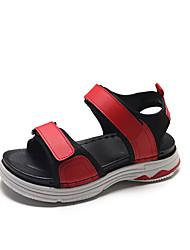 Недорогие -Жен. Полиуретан Лето Удобная обувь Сандалии На низком каблуке Круглый носок Белый / Черный / Красный