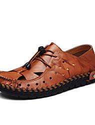 baratos -Homens Sapatos Confortáveis Pele Verão / Primavera Verão Esportivo / Casual Sandálias Respirável Preto / Marron