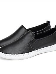 preiswerte -Damen Schuhe Leder Frühling Sommer Komfort Loafers & Slip-Ons Flacher Absatz Runde Zehe Weiß / Schwarz