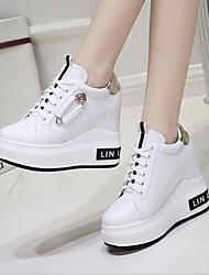 Недорогие -Жен. Полиуретан Лето Удобная обувь Кеды На плоской подошве Белый / Черный