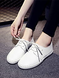 baratos -Mulheres Sapatos Couro Verão Conforto Tênis Sem Salto para Ao ar livre Branco / Preto