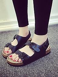 Недорогие -Жен. Обувь Полиуретан Лето Удобная обувь Сандалии На плоской подошве Открытый мыс для на открытом воздухе Белый / Черный