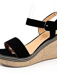 baratos -Mulheres Sapatos Camurça Verão Conforto Sandálias Salto Plataforma Ponta Redonda para Ao ar livre Preto / Bege / Verde Escuro