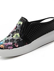Недорогие -Жен. Обувь Полиуретан Ткань Весна Лето Удобная обувь Башмаки и босоножки Туфли на танкетке Круглый носок для Повседневные Белый Черный