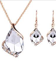 abordables -Mujer Conjunto de joyas - Chapado en Oro Simple, Europeo, Moda Incluir Gargantillas / Collares con colgantes / Los sistemas nupciales de la joyería Blanco Para Boda / Oficina y carrera / Collar Y
