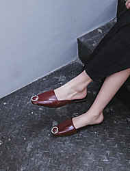 Недорогие -Жен. Обувь Полиуретан Лето Босоножки Башмаки и босоножки На плоской подошве Квадратный носок Черный / Красный