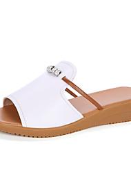 Недорогие -Жен. Обувь Кожа Весна лето Удобная обувь Тапочки и Шлепанцы На плоской подошве Белый / Черный