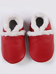 Недорогие -Мальчики Обувь Кожа Зима Обувь для малышей Мокасины и Свитер для Красный / Синий / Розовый