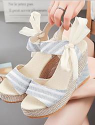 povoljno -Žene Cipele Platno Ljeto Udobne cipele Sandale Wedge Heel Otvoreno toe Mašnica Zlato / Srebro